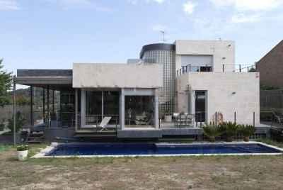 Отдельный дом с террасами и бассейном на побережье в 30 мин от Барселоны